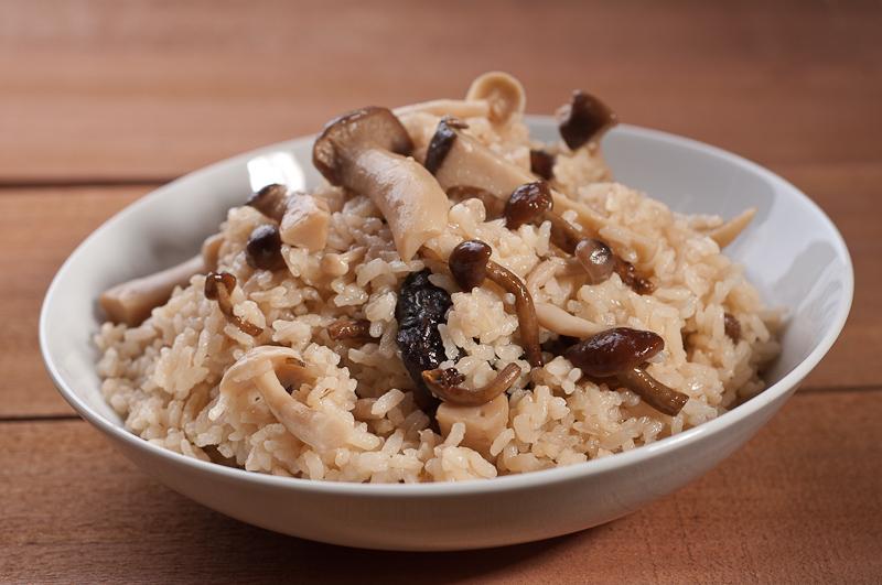 Kinoko gohan japanese mushroom rice recipe herbivoracious kinoko gohan japanese mushroom rice forumfinder Choice Image