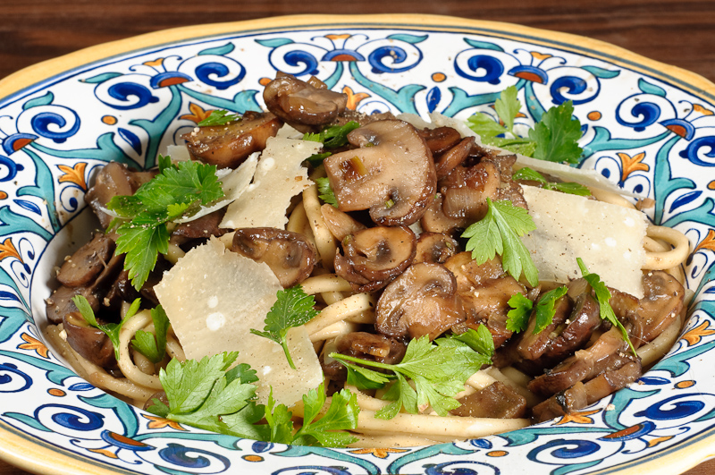 Stringozzi or linguini con funghi simple pasta with mushrooms stringozziconfunghi forumfinder Images